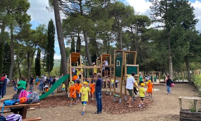 Nel bosco di Ficuzza aperti un parco giochi e un campo da pallavolo per bambini