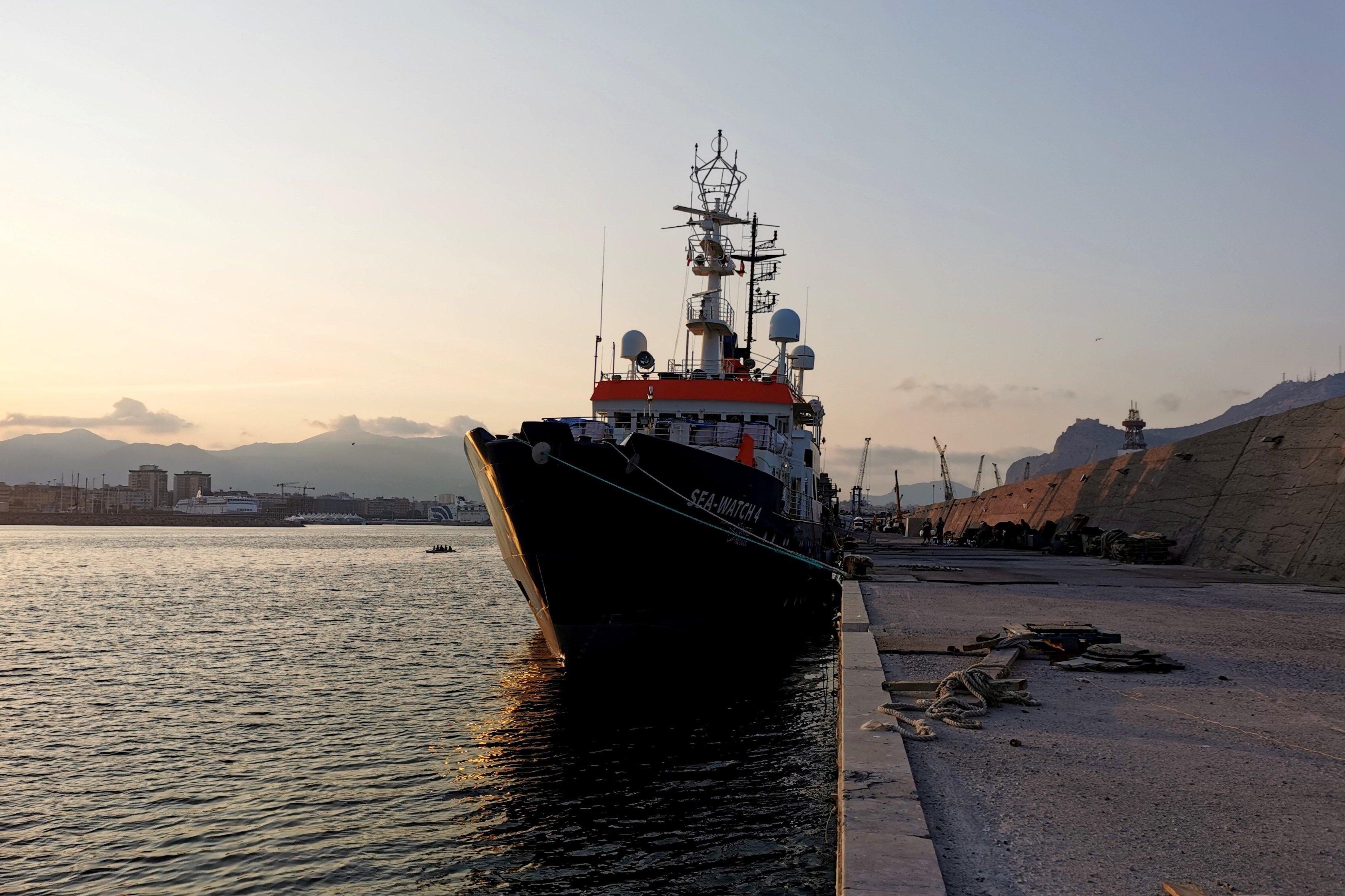 """Open Arms a Palermo con 60 migranti positivi al Covid: """"Europa assente"""""""