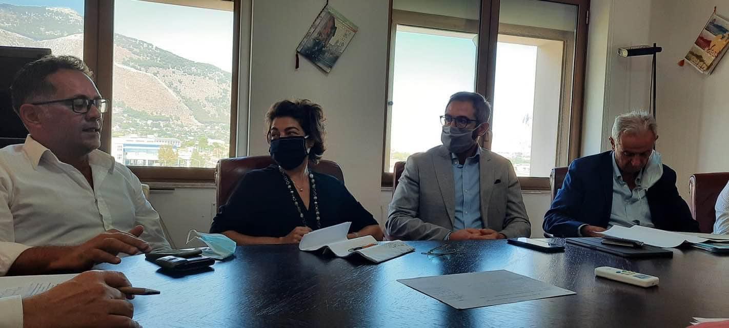 Incendi, si insedia il tavolo di crisi alla Regione: sarà chiesto stato di emergenza