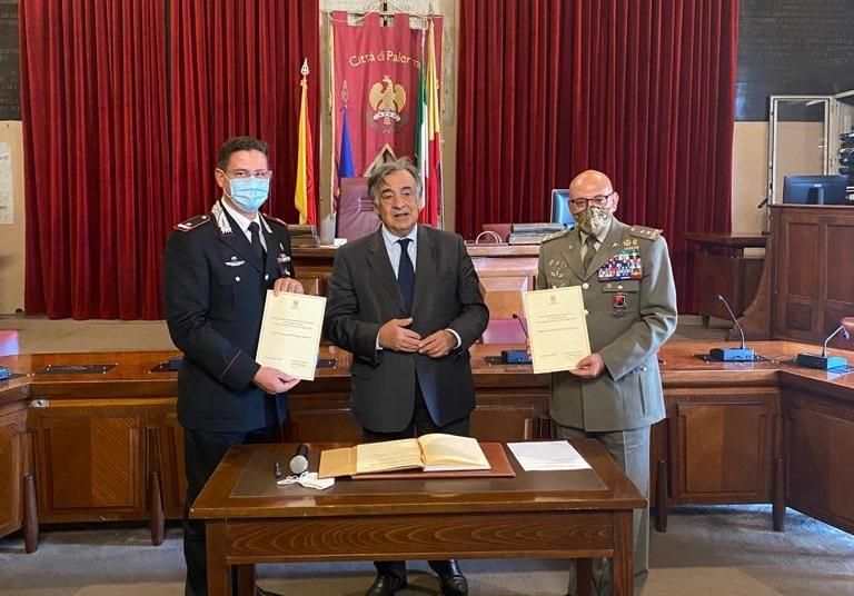 """Nubifragio a Palermo, Orlando consegna """"Tessera mosaico"""" a carabinieri e esercito"""