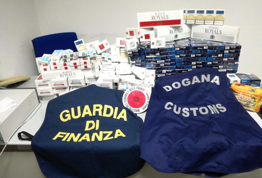 Sbarca a Palermo con 10 chili di tabacco di contrabbando nascosti in auto