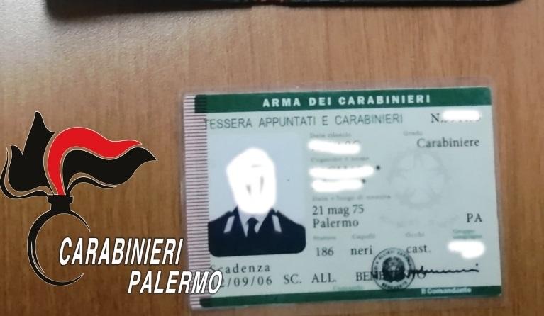 Mostra a carabinieri tessera e distintivo falsi: denunciato finto militare