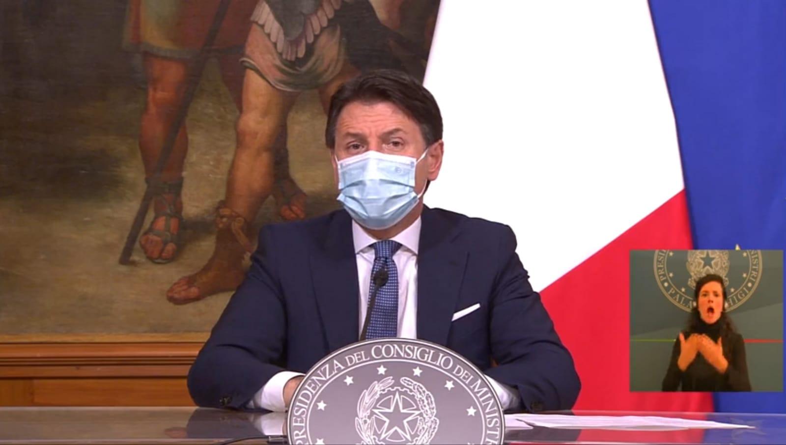 """Governo in tilt, Italia """"gialla"""" e """"arancione"""" fino al 15 gennaio"""