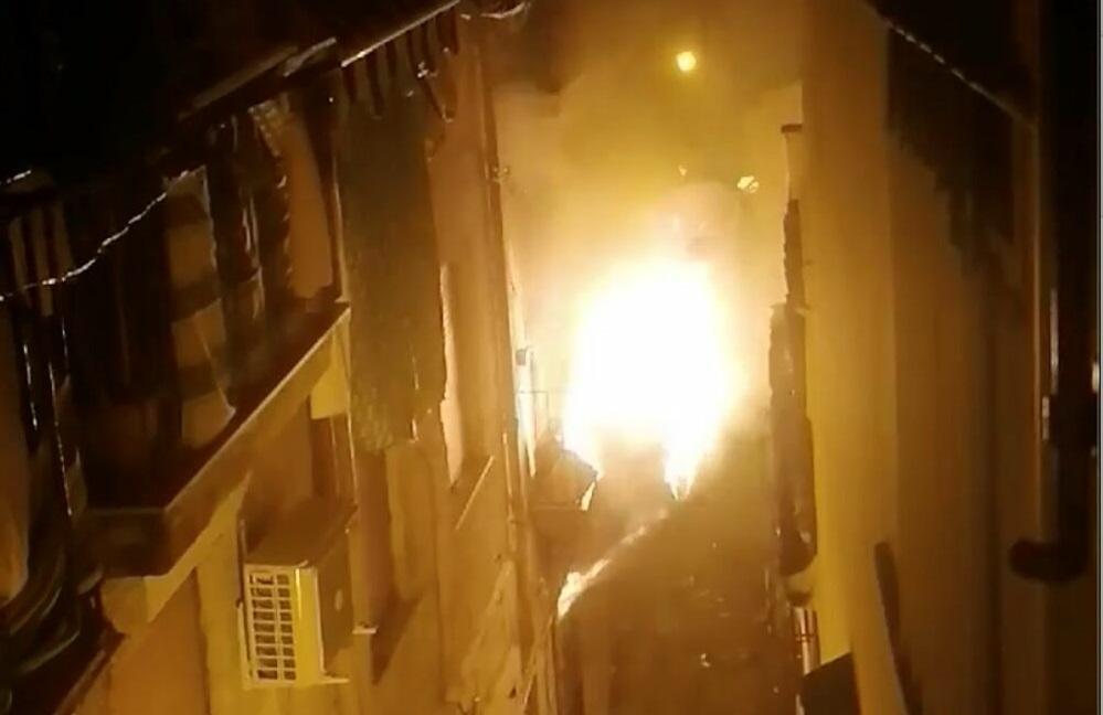 Incendio in magazzino trasformato in alloggio: morto un 74enne