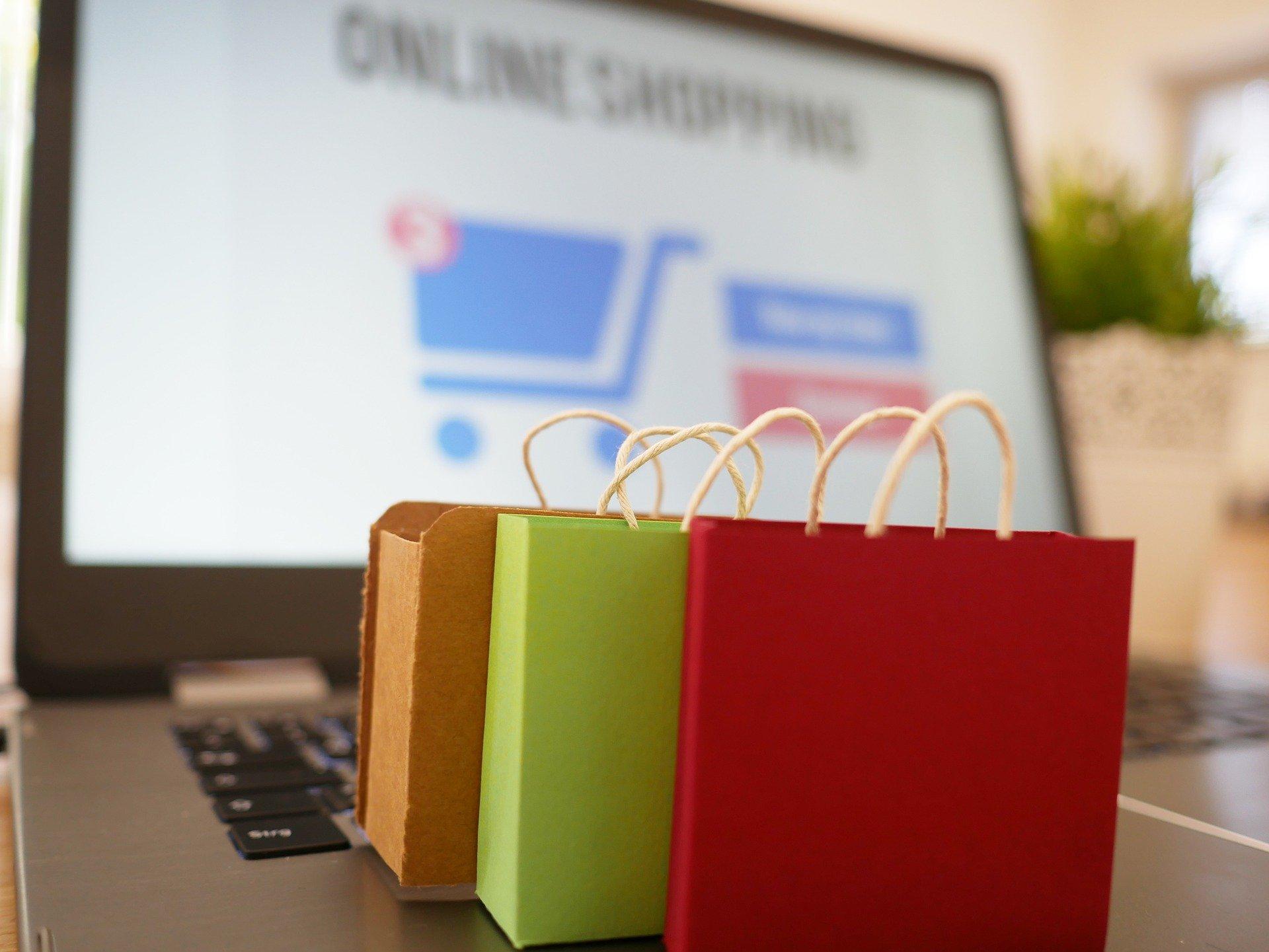 Corsa agli acquisti dei regali online: i 10 consigli della Polizia per non farsi truffare