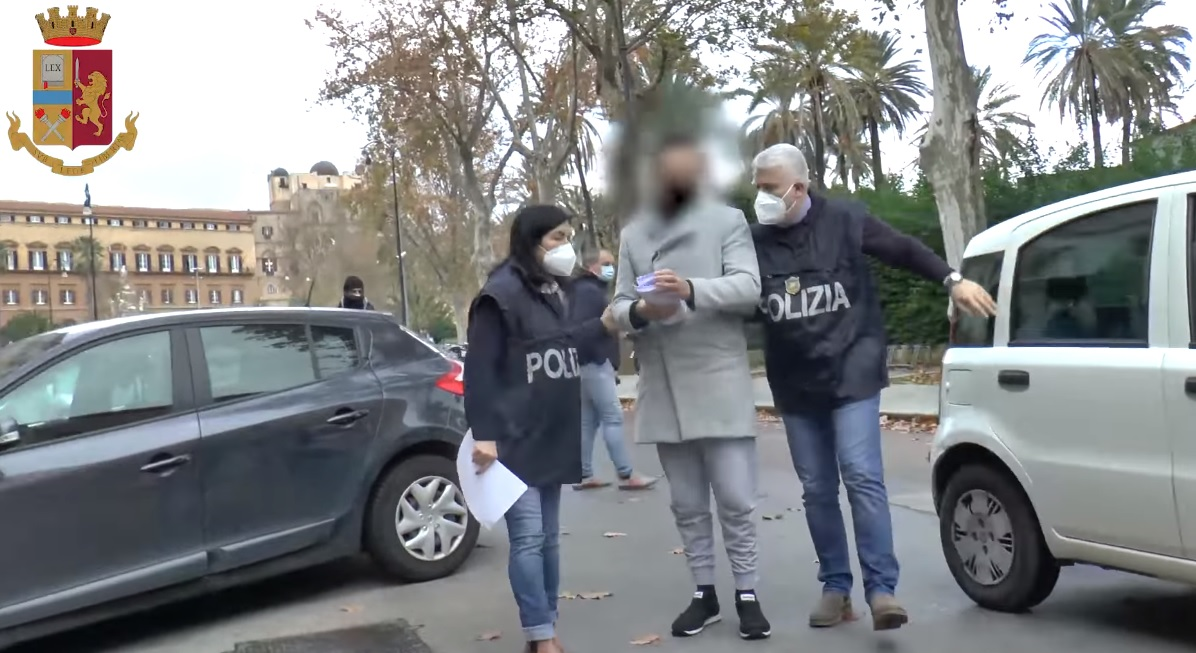 Dietro l'agenzia il giro di prostituzione: incontri anche a Monreale
