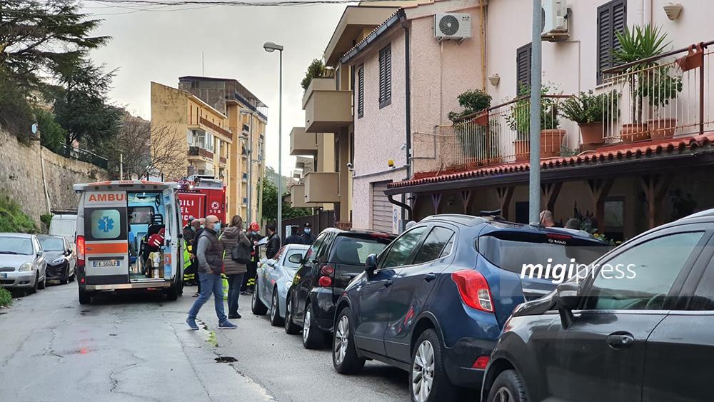 Tragedia a Monreale, incendio in appartamento: muore anziana