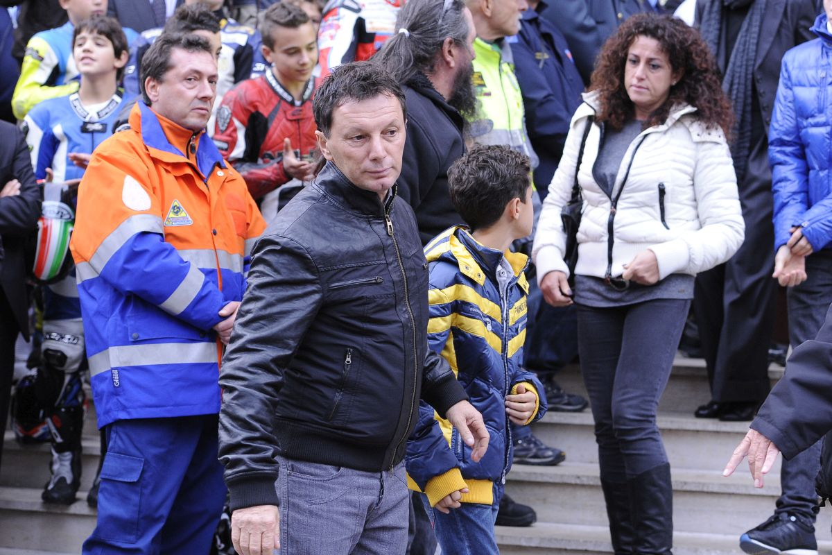"""Team smentisce notizia morte Gresini """"E' ancora tra noi"""""""