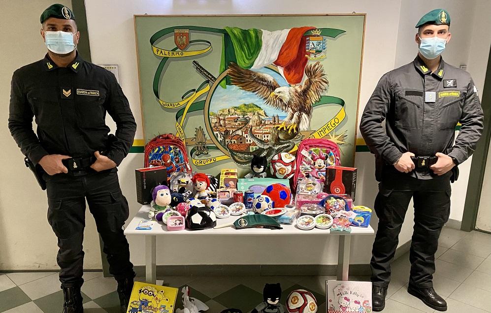Sequestrati dalla Gdf 8 mila giocattoli contraffatti: denunciato commerciante