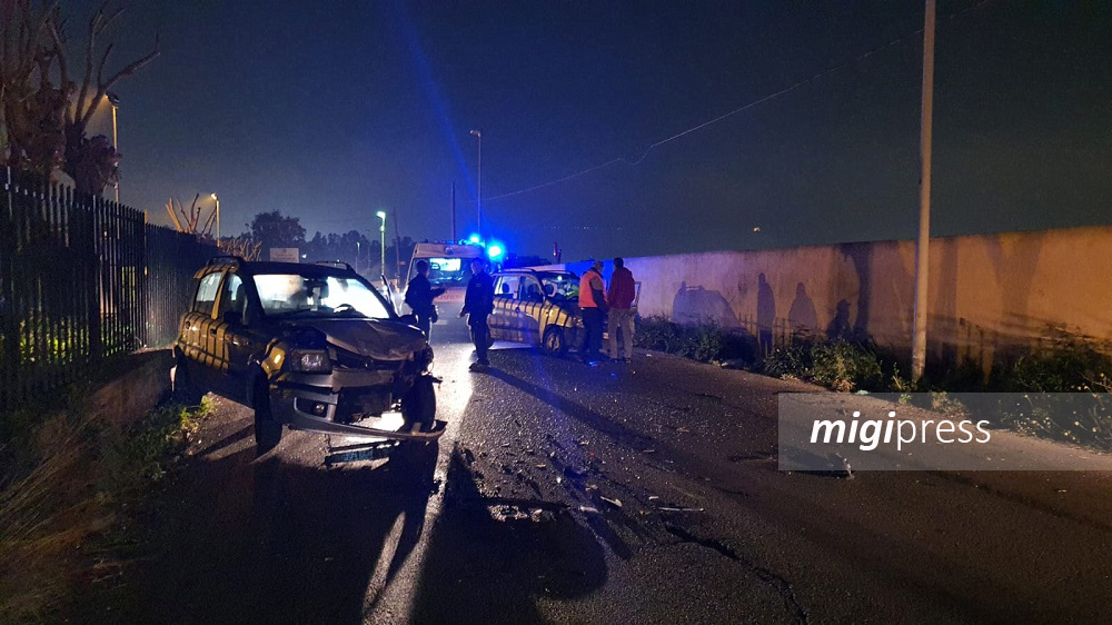 Violento scontro tra due auto in via Roccazzo: due feriti gravi