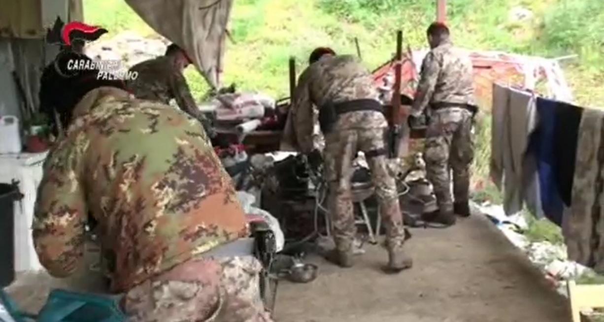 Armi e munizioni nascoste nella casa di campagna: 48enne in manette