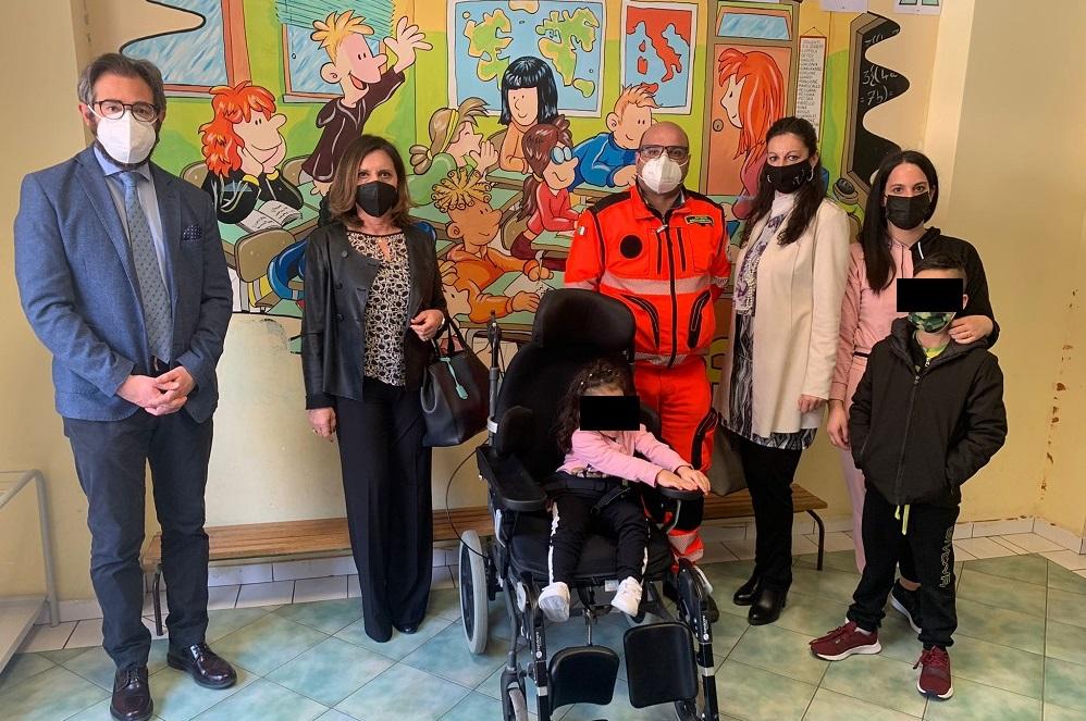Donata una carrozzina posturale per una studente disabile monrealese
